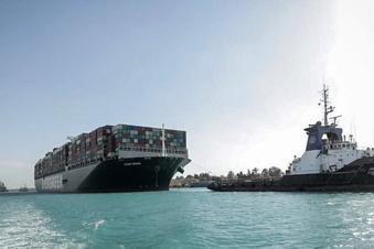 Suezkanal-Stau teuer für Versicherungen
