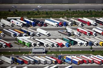Neue Lösungen für Lkw-Parkplatznot