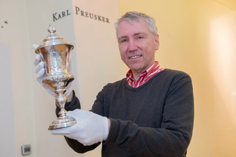 Preuskers Pokal restauriert