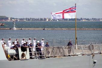 Russische Bomben gegen britisches Schiff