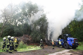 Döbeln: Feuerwehr und THW löschen Brand