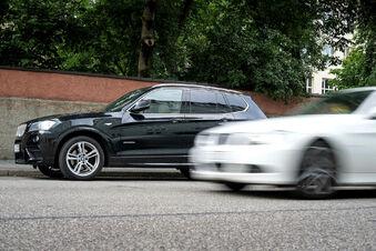Autos mit hohem CO2-Ausstoß bald teurer?
