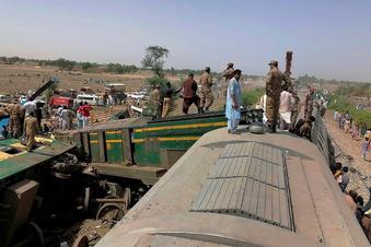 Schweres Zugunglück in Pakistan
