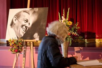 Fans verabschieden sich von Herbert Köfer