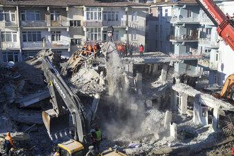 Über 40 Tote nach Erdbeben in Osttürkei