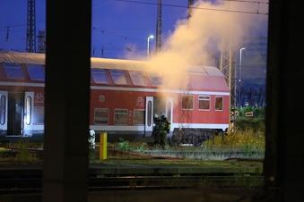 Zugwaggon brennt in Dresden
