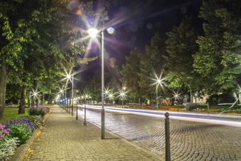 Moderne Straßenlampen sparen Niesky Geld