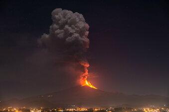 Der Ätna spuckt weiter Lava