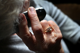 Knapp 100-Jährige entlarvt Trickbetrüger