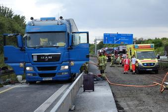 Brennende Fahrzeuge auf A17 bei Dresden behindern Verkehr