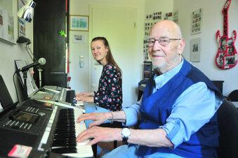Ältester Keyboard-Lehrer wird 90 Jahre