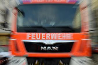 B178: Auto fängt Feuer während Fahrt