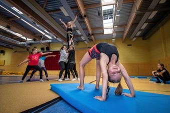 Tanzperlen sind akrobatisch in Hartha unterwegs