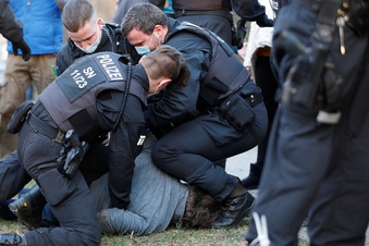 Ist diese Polizeigewalt angemessen?