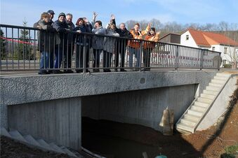 Brückenbauer halten Zeitplan ein