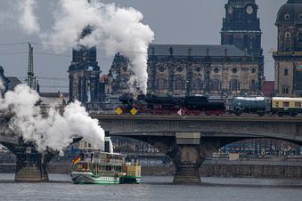 Hupkonzert auf und über der Elbe in Dresden