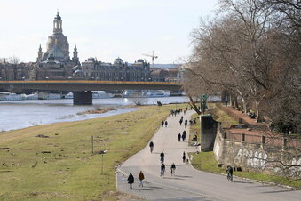 Dresdner Elbepegel wird weiter steigen