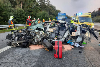 A4: Fahrer bei Unfall aus Auto geschleudert