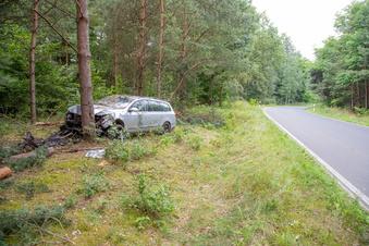 VW-Fahrerin kommt von der Fahrbahn ab