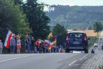 Polizei zeigt Demonstranten an der B 96 an