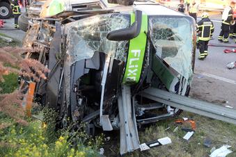 Ein Toter bei Busunfall auf A9