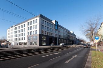 Dresden: Grüner Neubau mit Blick auf Weinberge