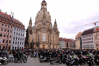 Motorradfahrer-Demo auf dem Neumarkt
