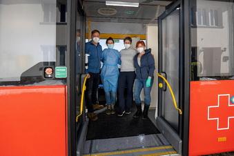 Corona: Impfbus hält in Altenberg