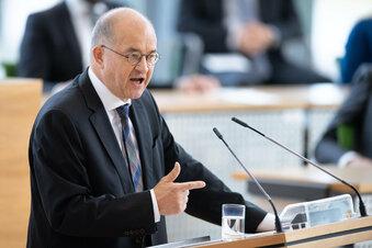 Vaatz im Landtag: Einheitstag mit neuen Rissen