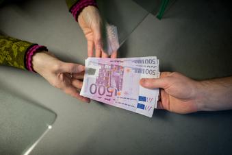 Geldabheben am Schalter darf extra kosten
