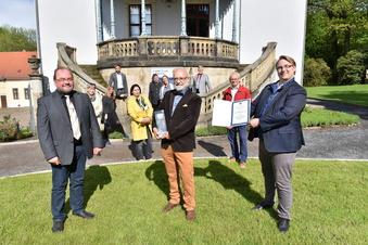 Ehrenamtspreis für Freitaler Ex-Pfarrer