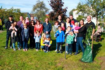 Elfter Baum für den Zeißiger Kinderbaumpark
