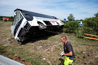 Ursache des schweren Busunfalls weiter unklar