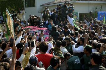 Zehntausende Pakistani demonstrieren