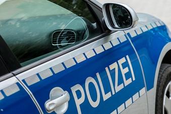 Was sucht die Polizei im Straßengraben der B6?