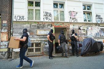 Razzien gegen mutmaßliche militante Linke