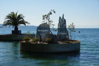 Schwimmende Insel ohne Besucher