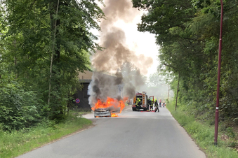 Peugeot steht in Flammen