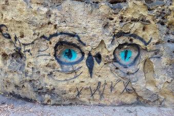 Graffiti vom Fels entfernt