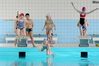 Hirschfelder stemmen sich gegen Schwimmhallen-Aus