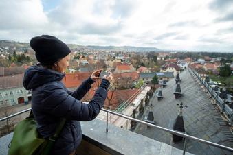 Baustart am Dach der Friedenskirche