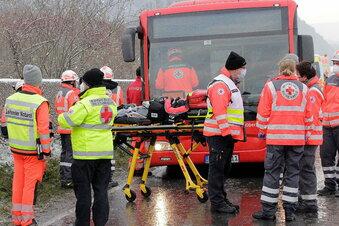 23 Verletzte bei Schulbusunfall