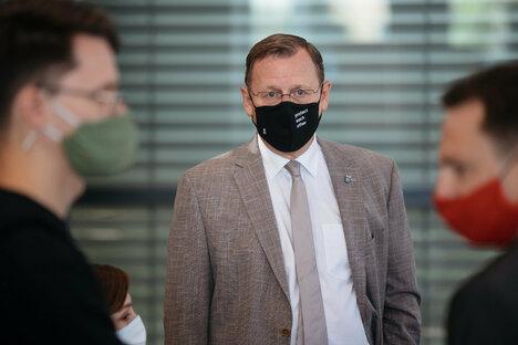 Ramelow zeigt Mittelfinger im Landtag