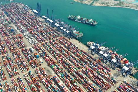Mega-Stau in chinesischem Hafen
