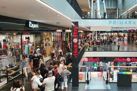 Dresden: Testpflicht-Aus: Ansturm auf Dresdens Einkaufszentren