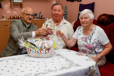 Ein Gläschen auf 65 Jahre Ehe
