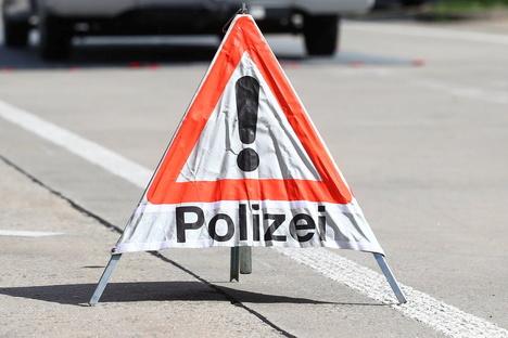 Radeberg: Mercedes-Lkw-Fahrerin fährt Fußgängerin an