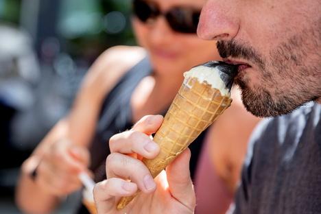 Deutschland & Welt: Warum Geruchs- und Geschmackssinn ausbleiben