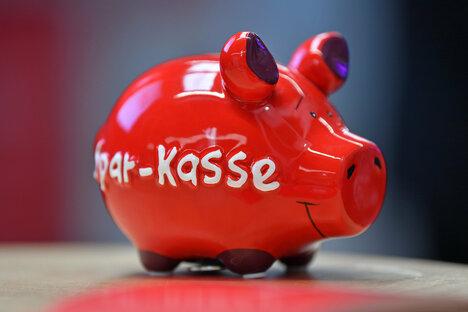 Sparkasse spart Filialen und Mitarbeiter