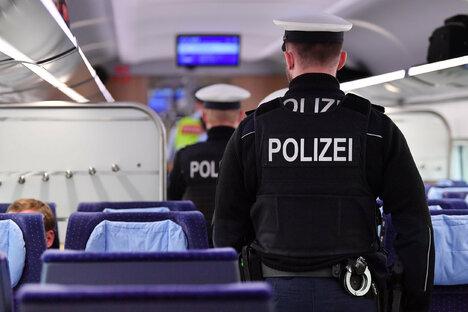 """Wirtschaft: Bahn verhängt Reiseverbote für """"Querdenker"""""""